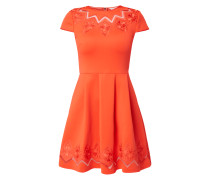 Kleid mit Einsätzen aus Mesh und Stickereien
