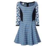Kleid mit eingearbeitetem Muster