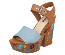 Wedges mit floralen Stickereien