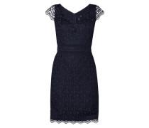 Kleid aus Häkelspitze mit V-Ausschnitt