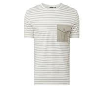 T-Shirt mit Pattentasche