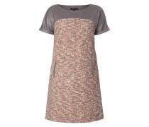 Kleid in Boucléoptik mit Kontrasteinsätzen