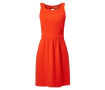 Kleid mit Aussparung auf der Rückseite