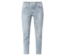 Girlfriend Fit Jeans mit Streifenmuster