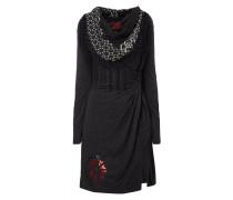 Kleid mit Kontrastbesatz und Knotendetail