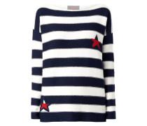 Pullover mit eingestrickten Sternen