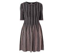 Kleid mit strukturierten Zierstreifen
