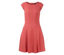 Kleid mit dekorativen Teilungsnähten