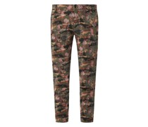 Curvie Fit Chino mit Camouflage-Muster Modell 'Jaqueline'