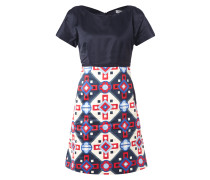 Kleid mit grafischem Muster am Rockteil