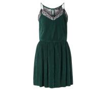 Kleid mit Plisseefalten und Spitze