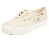 Sneaker aus floraler Häkelspitze