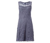 Kleid aus floraler Lochspitze