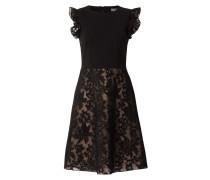 Kleid mit floralen Stickereien am Rockteil