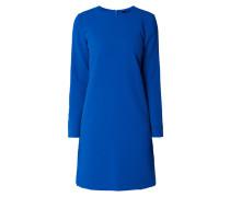 Kleid aus strukturiertem Material
