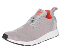 Sneaker im asymmetrischen Design