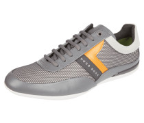 Sneaker aus Material-Mix