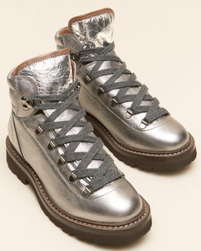 Boots aus Shiny Texture Leder