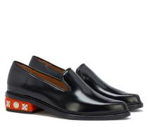 polierte Loafers mit verziertem Absatz in Schwarz