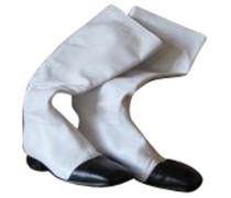 Second Hand Stiefel in Schwarzweiß