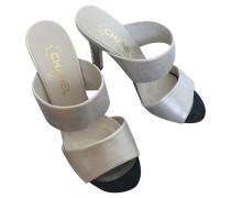 Second Hand Sandalen aus Leder in Silbern
