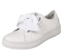Sneaker mit breiten Schnürbändern weiß