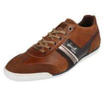 Sneaker mit perforierter Oberfläche