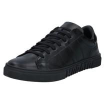 Sneaker 'strike'