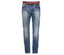 Close Slim: Jeans mit Gürtel