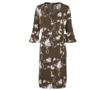 sommerliches Kleid im Kimono-Stil