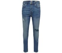 Destroy- und Alterungseffekt bei hellblauer Slim Fit Jeans