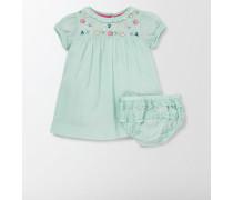Gesmoktes Kleid mit Stickerei Hellblau Baby Boden