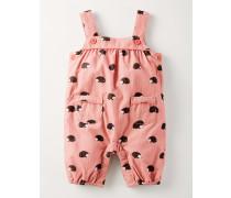 Fröhliche Latzhose Pink Baby Boden