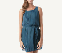 Plissiertes Kleid aus Georgette mit schmalem Gürtel