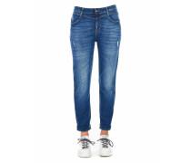 Jeans mit 'destroyed' elemente