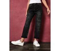 Boyfriend-Jeans mit Nieten und Destroyed-Effekt