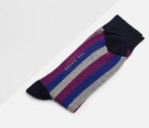 Socken mit Längsstreifen