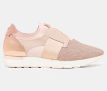 Sneakers mit Prägemuster