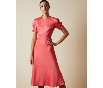 Kleid in Diagonalschnitt mit Puffärmeln