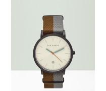 Uhr mit gestreiftem Armband