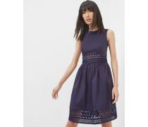 Kleid in A-Linie mit Spitzeneinsatz