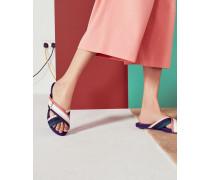 Gestreifte Sandalen mit überkreuztem Riemen