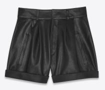 hochgeschnittene shorts aus schwarzem leder