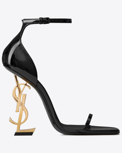 OPYUM Sandale aus Lackleder mit goldfarbenem Absatz