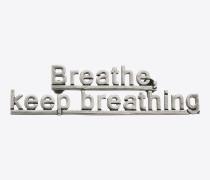 """""""BREATHE, KEEP BREATHING"""" Brosche aus altsilberfarbenem Messing und Zinn"""