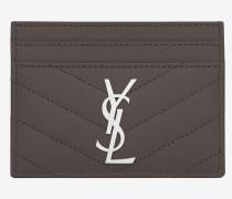 monogram kreditkartenetui aus dunklem anthrazitfarbenem matelassé leder mit grain de poudre struktur
