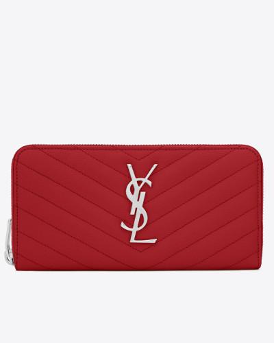 portemonnaie aus rotem strukturleder mit matelassé-nähten und rundumreißverschluss