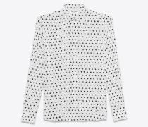 langärmeliges hemd in schwarz-weiß mit yves-kragen und lippenstiftroten tupfen