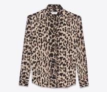 Klassische Bluse aus beigem und grauem Seidencrêpe mit Leopardentupfen
