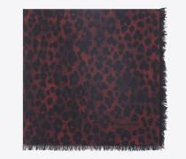 großer, quadratischer schal aus rotem und schwarzem etamin mit leopardenprint